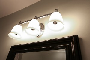 Silver tipped LED vanity bulbs in bathroom