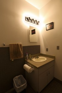 silver tipped LED vanity bulbs above sink