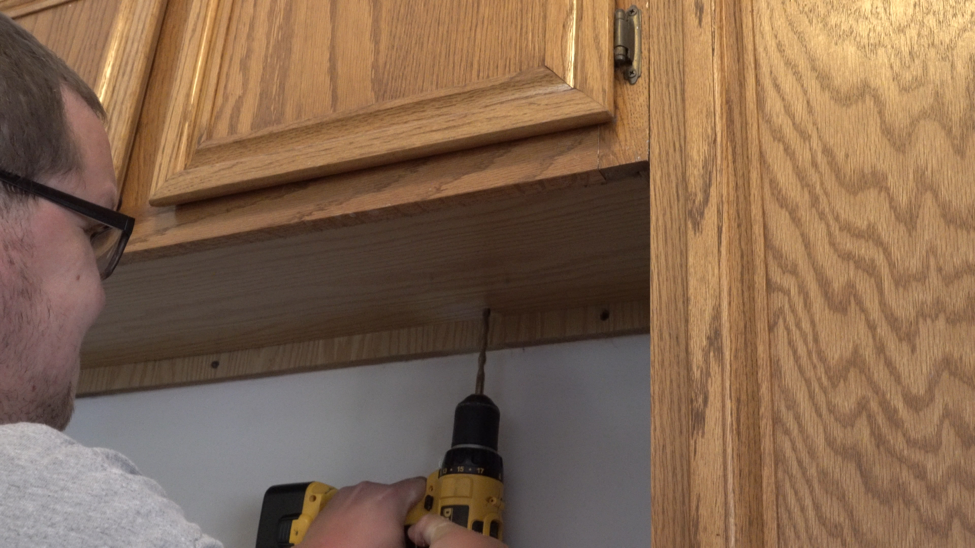 Above-Cabinet and Under-Cabinet LED Lighting: How to Install LED Strip Lights - step 2