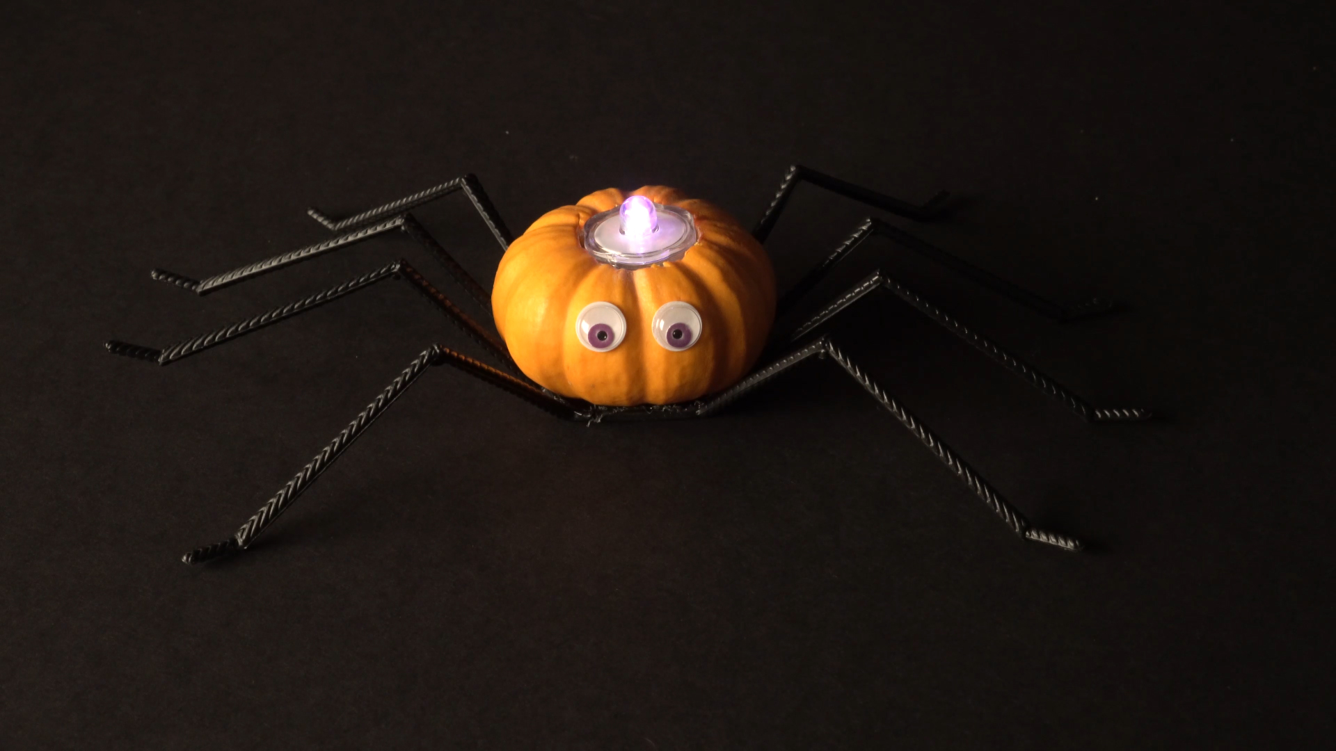 Halloween crafts with color-changing led tea lights - spider