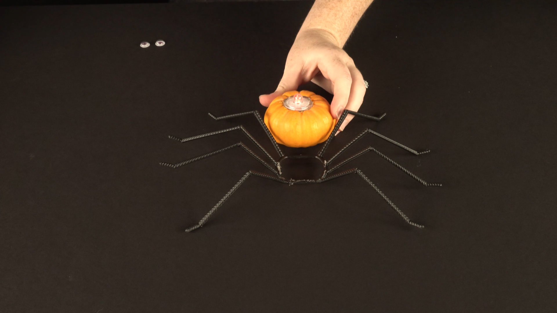 Halloween crafts with color-changing led tea lights - spider step 3