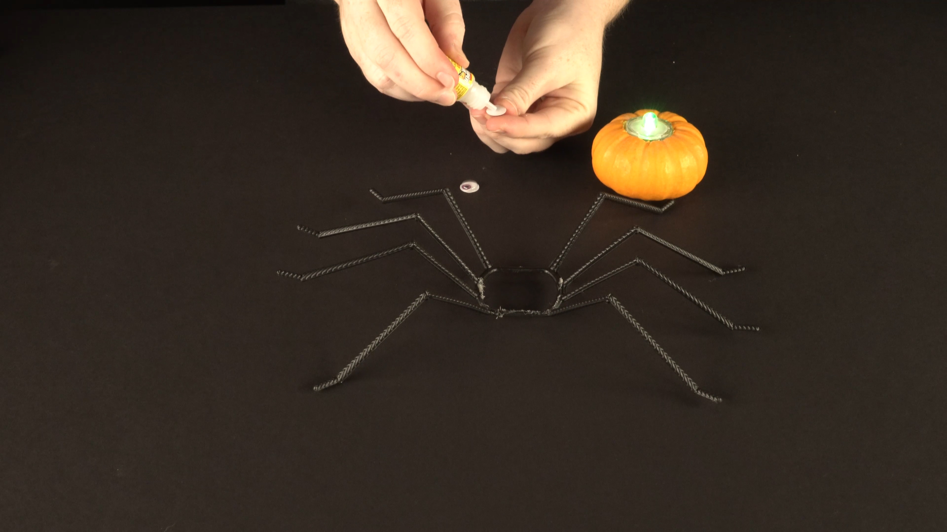 Halloween crafts with color-changing led tea lights - spider step 4