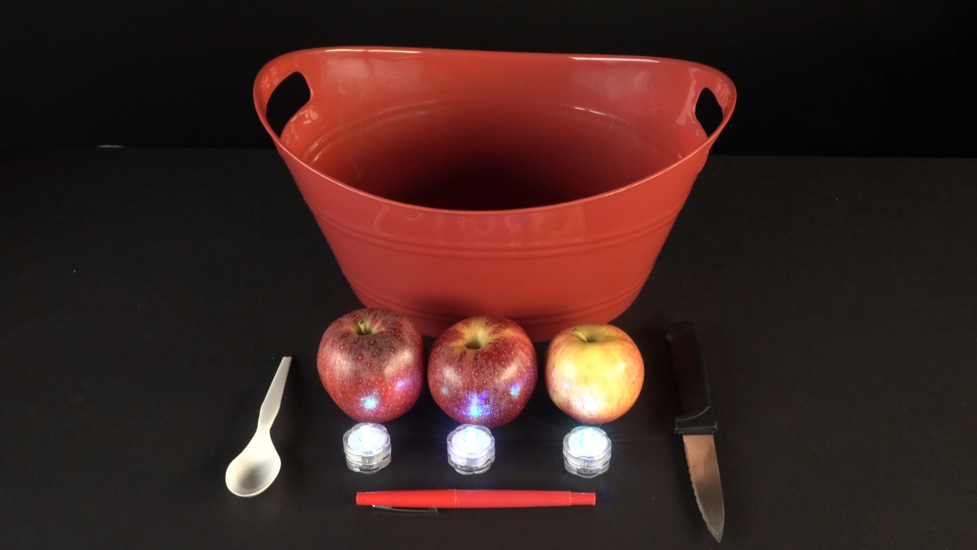 Halloween crafts with color-changing led tea lights - floating apples materials