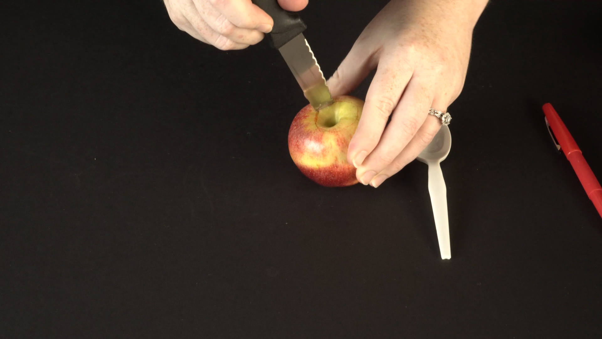 Halloween crafts with color-changing led tea lights - floating apples step 2