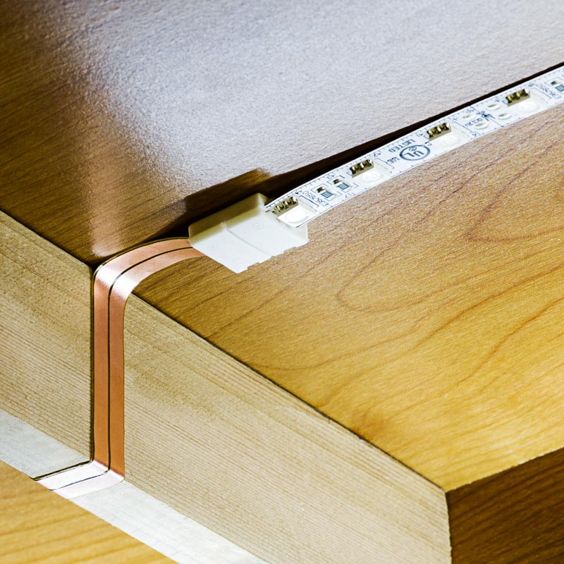 cabinet side seams to create clean and seamless under cabinet lighting