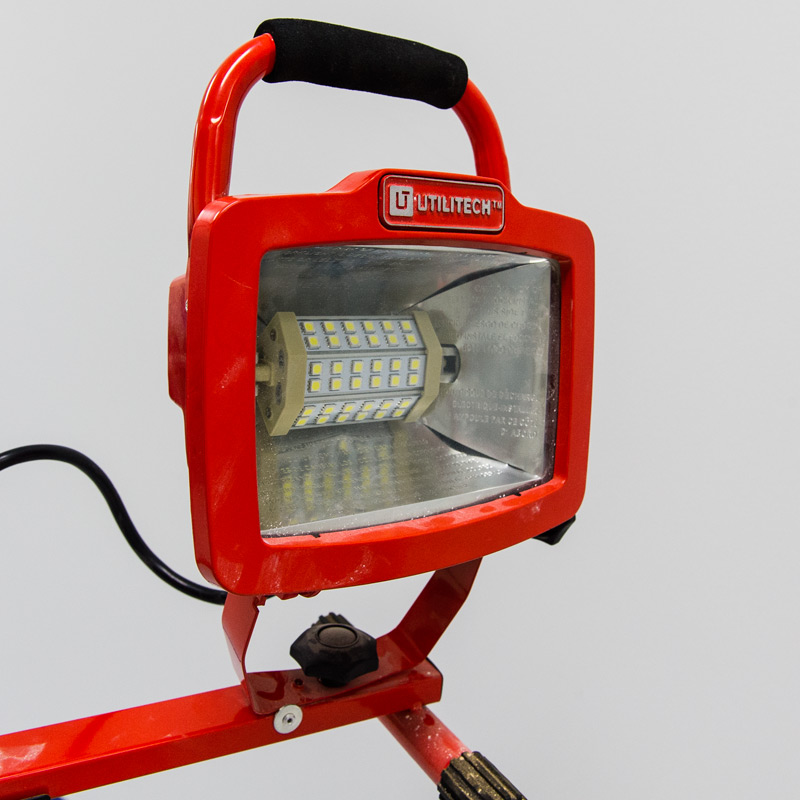 8w R7s Led Floodlight Replacement Lamp Installed In Portable Worklight