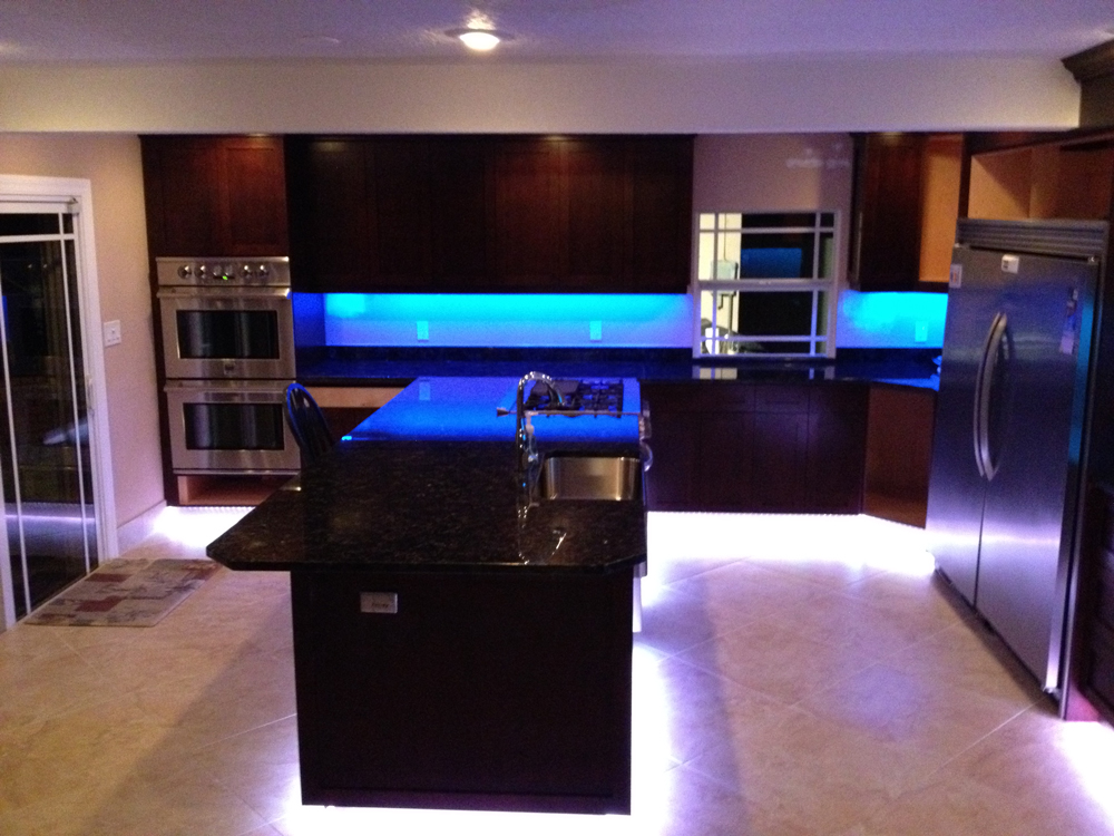 under cabinet led strip lighting kitchen