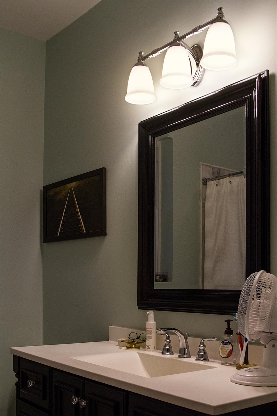 Led vintage light bulb a19 led globe bulb w filament led 8w led filament bulb a19 led bulb with 8 watt filament led warm white shown in bathroom with bright white countertop and light blue walls mozeypictures Gallery