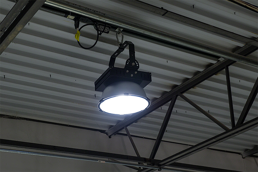 150 Watt High Power LED High Bay Light Fixture Shown On Installed On Warehouse Ceiling. & High Bay LED Warehouse Lighting Luminaire 150 Watt - 14000 Lumens ... azcodes.com