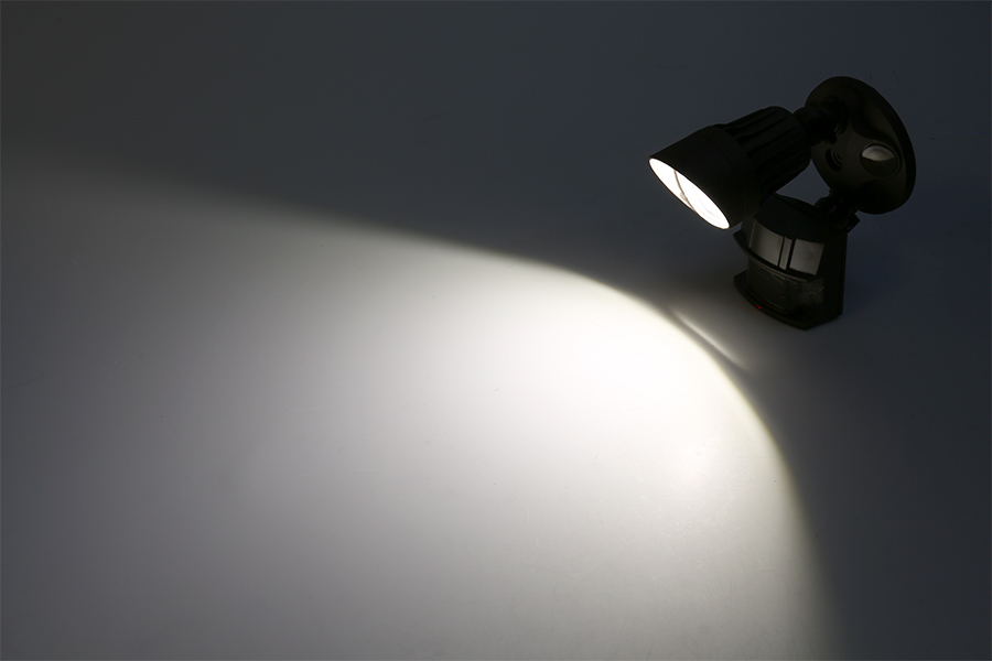 led motion sensor light single head security light 10w on showing beam pattern in natural white