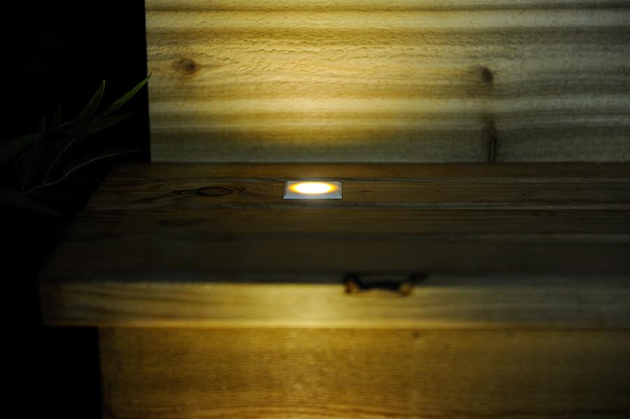 deck step accent light 0 5 watt led deck lighting led deck. Black Bedroom Furniture Sets. Home Design Ideas