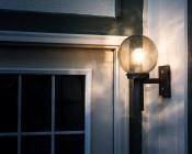E27 LED Bulb in Enclosed Weatherproof Housing
